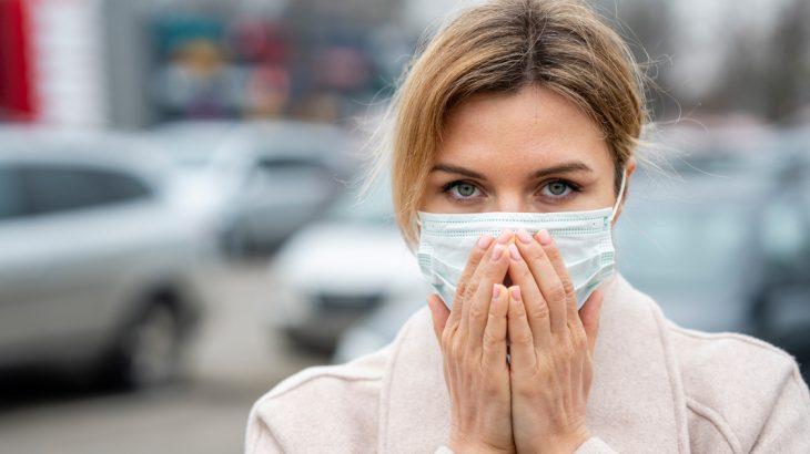 新型コロナウイルスのせいで差別される。